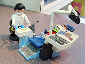 画像:歯医者さんの人形